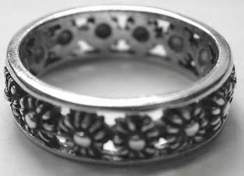 Finding ring jewelry online wholesaler - 925. sterling silver wide band ring with multi flower design
