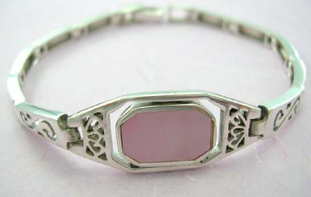 Mother-of-pearl jewelry lady holiday gift supplier distribute sterling silver bracelet with rectangular pink mother of pearl in middle