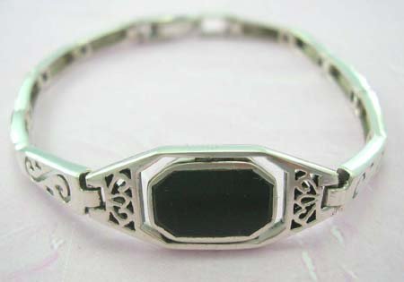 Trendy gemstone jewelry store online wholesaler supply sterling silver bracelet with rectangular onyx gemstone in middle