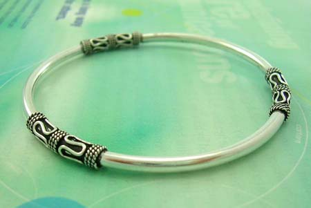 Quality Bali bangle jewelry shop store in sterling silver bangle in Bali design with mystic signs