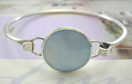 Pearl bangle jewelry for yound lady designer wholesale supplier, sterling silver bangle with rounded blue mother of pearl in middle