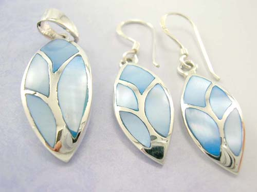 High quality mother-of-pearl jewelry set collection, 925 stamped sterling silver earrings and pendant in olive shape with blue pearl seashell inlay